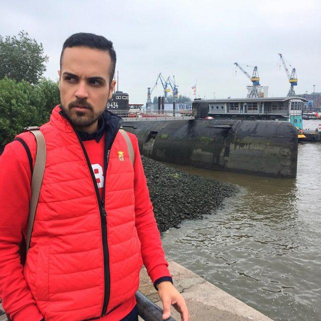 sportystyle in Hamburg city visiting the Submarine U434 marinamilitaresportwear EdoardoAlaimolifestyletravellingtravelstylebloggermenstylemenswearexploringitalianstylevacationholidayfashionbloggermanfashionblogger