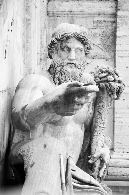 Edoardo Alaimo outfit Musei Capitolini7