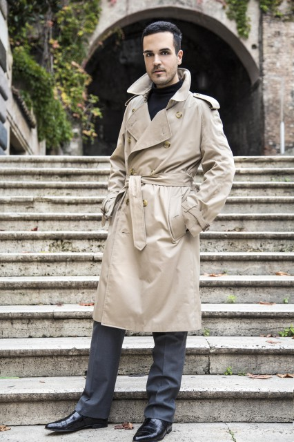 Edoardo Alaimo outfit trench Burberry1
