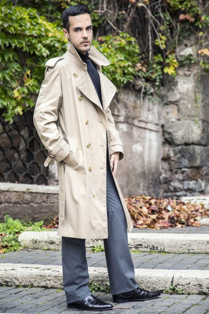 Edoardo Alaimo outfit trench Burberry4