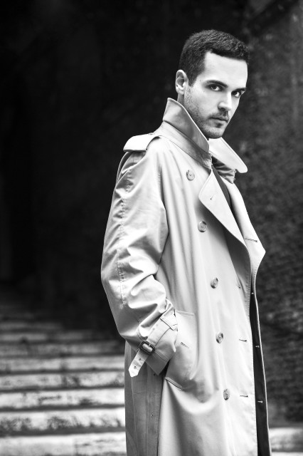 Edoardo Alaimo outfit trench Burberry2