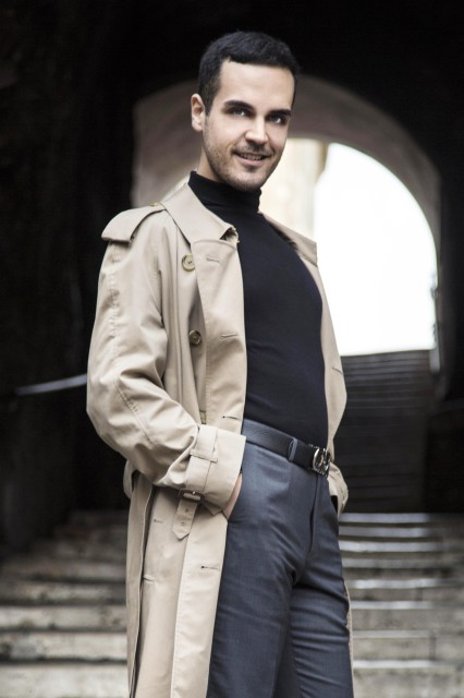 Edoardo Alaimo outfit trench Burberry6