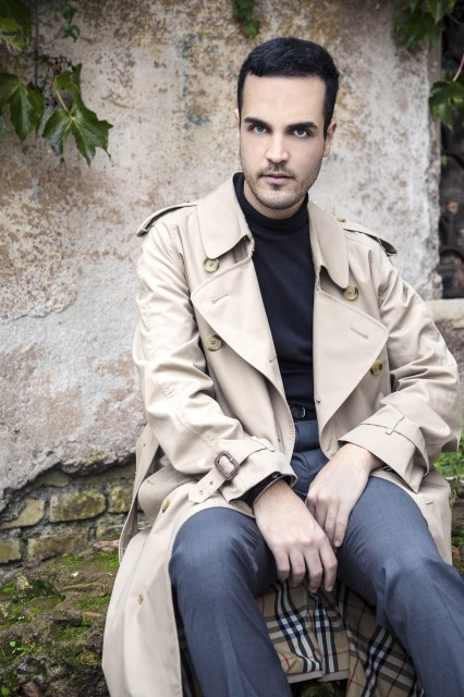 Edoardo Alaimo outfit trench Burberry7