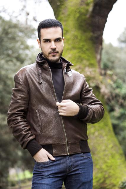 Edoardo Alaimo giacca di pelle outfit streetstyle Villa Borghese7