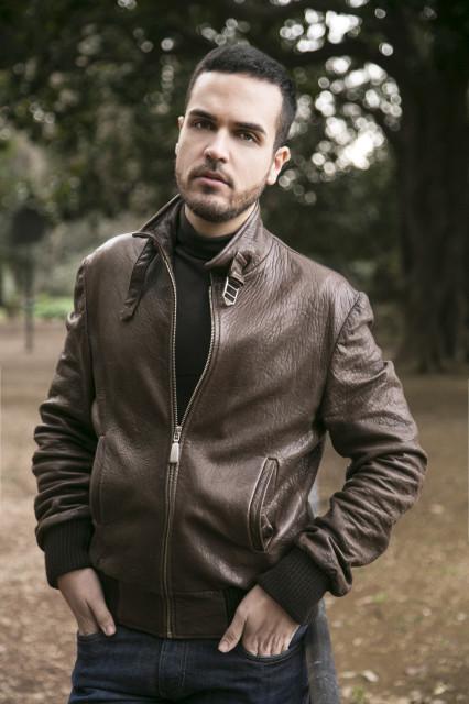 Edoardo Alaimo giacca di pelle outfit streetstyle Villa Borghese1