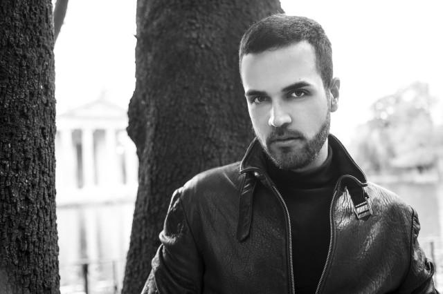 Edoardo Alaimo giacca di pelle outfit streetstyle Villa Borghese8