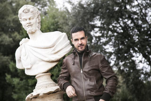Edoardo Alaimo giacca di pelle outfit streetstyle Villa Borghese2