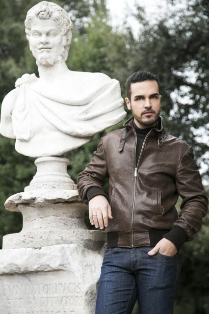 Edoardo Alaimo giacca di pelle outfit streetstyle Villa Borghese3