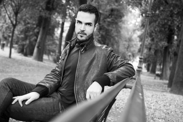 Edoardo Alaimo giacca di pelle outfit streetstyle Villa Borghese5