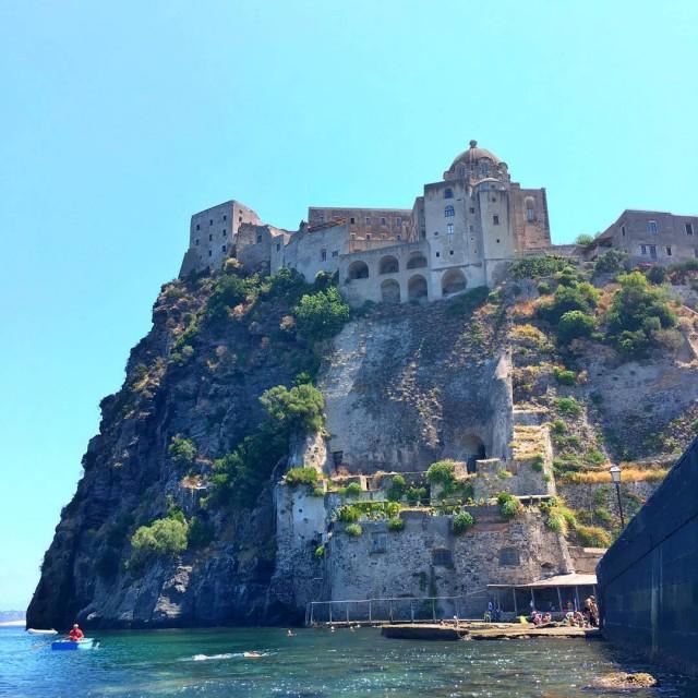 Snorkeling con vista del Castello Aragoneseunesperienza irripetibile alla scoperta deihellip