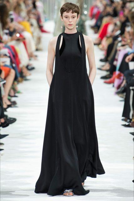 Paris Fashion Week 2018 Valentino abito nero