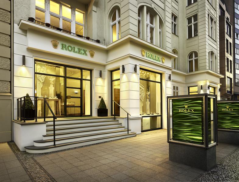 Edoardo_how_to_see_Berlin_in_a_weekend_Kurfurstendamm_Rolex_boutique
